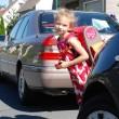 Kinder rechtzeitig auf den Schulweg vorbereiten – Kleine lernen auch im Straßenverkehr von den Großen