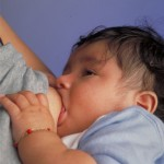 Muttermilch beeinflusst die Darmflora des Babys positiv