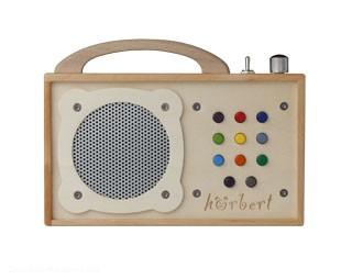 das k nnen wir empfehlen h rbert aus holz spielt jetzt die musik im kinderzimmer cleankids. Black Bedroom Furniture Sets. Home Design Ideas