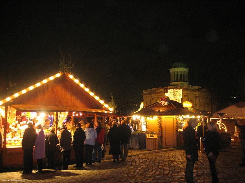 800px-Weihnachtsmarkt_am_Charlottenburger_Schloss_2007_1
