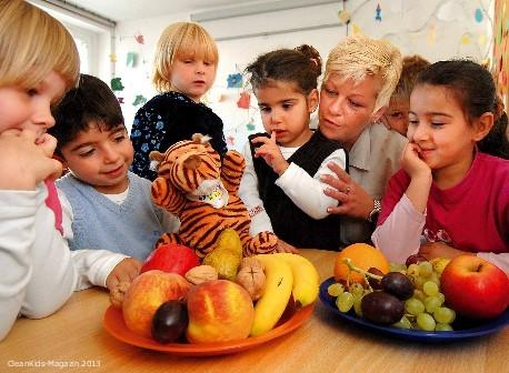 Mit vitaminreicher Kost fit durch den Schultag - Bild: AOK Medienservice