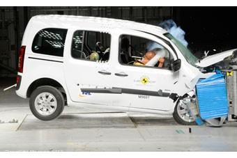 Große Sicherheitsmängel: Der Mercedes Citan holt nur 3 Sterne beim Euro NCAP-Crashtest. – Bild: ADAC