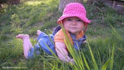 Eltern sollten die Bewegungsfreude des Babys fördern – sie fördern damit auch seine Intelligenz. Früh Laufen lernen ist hingegen nicht notwendig. Foto: Baby - Quelle: DGK