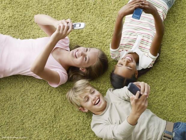 Klare Regeln für die Smartphone Nutzung bei Kindern - Bild: Initiative SCHAU HIN!
