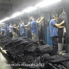 Manuelles polieren von Jeans © Sacom