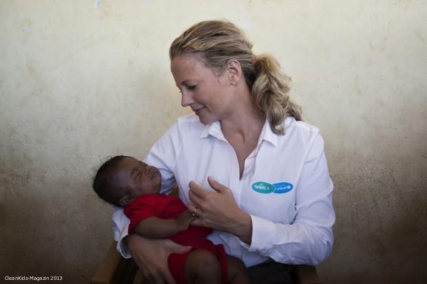 Pampers/UNICEF 2013 Projektreise nach Madagaskar mit Barbara Schöneberger