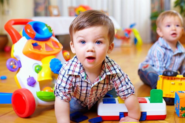 Spielzeug für Kinder - Bild: Fotolia © olesiabilkei