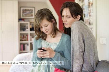 Smileys to go: Wie chattet mein Kind sicher mobil?