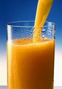 Orangensaft im Test: Saft aus Konzentrat oft genauso gut wie Direktsaft