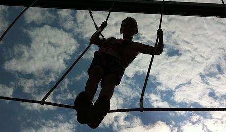 Starker Kinderrücken: Fit durch den Schulalltag mit einer Stunde Bewegung täglich