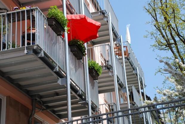 Gefährlicher Spielplatz: Balkon kindersicher machen