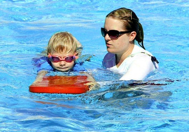 swimming-286211_640