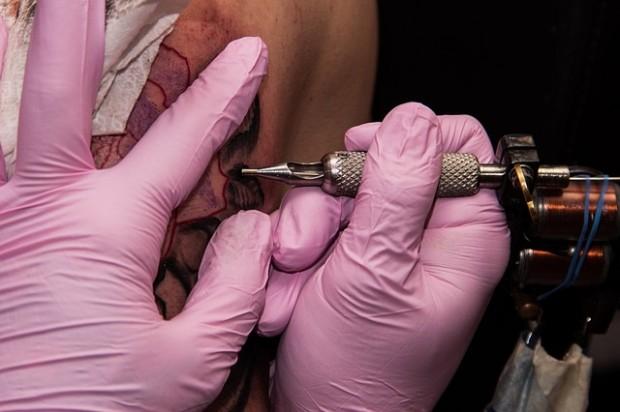 Tätowierfarben: An allen geprüften Tätowierfarben üben die Tester Kritik