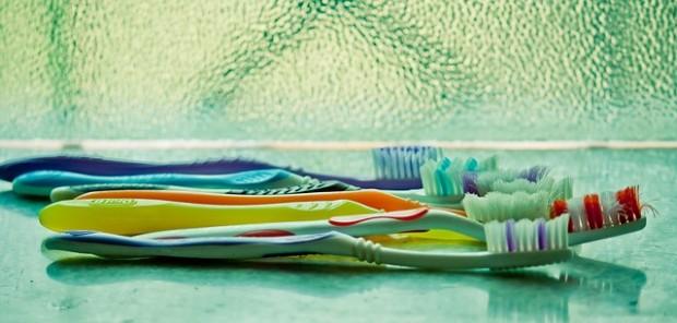 toothbrush-390870_640