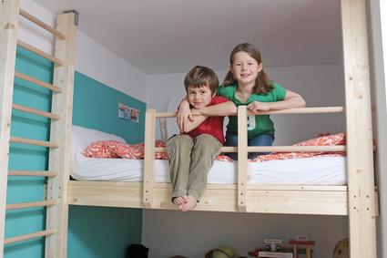 Hat jedes Kind seinen eigenen Bereich, kann das Zusammenleben in einem Zimmer gut funktionieren - Bild:© photophonie - Fotolia.com