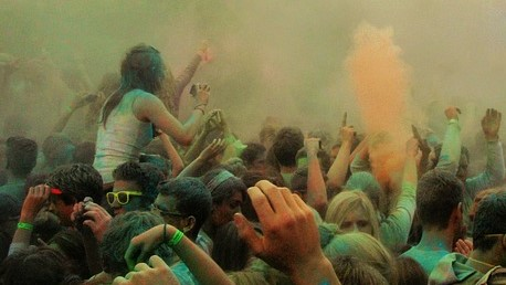 Partytrend des Sommers - Holi-Partys bergen Risiken