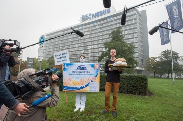 Goldener Windbeutel 2014 geht an Nestle aber die wollen ihn nicht - Bild: foodwatch e.V.