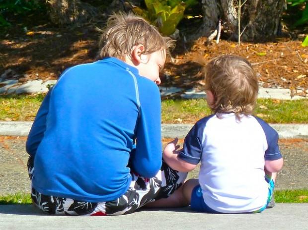 Familie: Geschwister helfen Mitgefühl zu entwickeln
