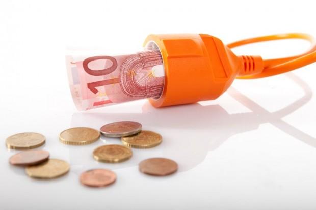 Strompreise sinken 2015 erstmals wieder - Bild: istock.com/BartCo
