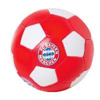 Beim FC Bayern München Softball war das Füllmaterial zugänglich, so dass es Kleinkinder herausziehen und verschlucken könnten - Bild: ÖKO-TEST