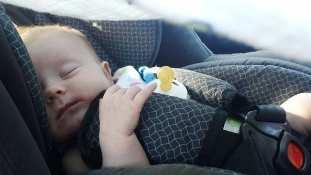 Babys nicht in Kindersitzen bzw. –tragehilfen unbeaufsichtigt schlafen lassen