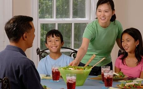 Familienessen geht zurück: Deutsche essen immer seltener zu Hause