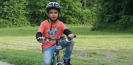 Sicherheit: Wie setze ich einen Fahrradhelm richtig auf?