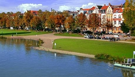 Gesundheitsamt warnt: Baden im Neckar ist nicht empfehlenswert