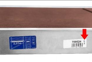 Die Gerüst und Seriennummern finden sich auf einem Aufkleber an der Seite der Gerüstbühne - Bild: Hymer-Leichtmetallbau GmbH & Co. KG
