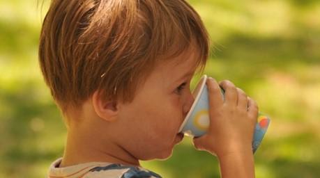 Süßgetränke – ein wachsendes Risiko für die Kindergesundheit