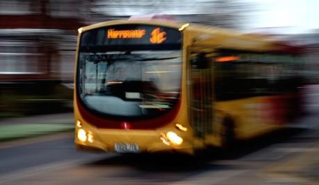 Schulbus - Sicherheit an Haltestellen und im Bus