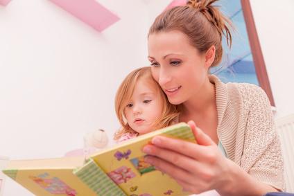Das Vorlesen von Kinderbüchern fördert die sprachliche Entwicklung ungemein