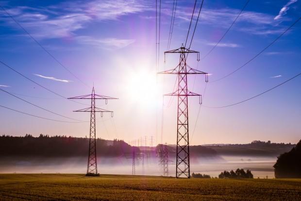 Viele Netzbetreiber werden 2016 die Entgelte erhöhen, außerdem steigt die Ökostromumlage von 6,17 auf 6,35 Cent