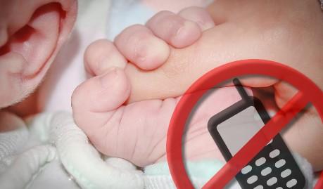 Weg mit dem Handy: Babys brauchen ungeteilte Aufmerksamkeit