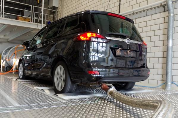 Seit Oktober 2015 hat die DUH mehrfach auf die besonders hohen Abgasemissionen beim Opel Zafira Diesel hingewiesen - Bild: Deutsche Umwelthilfe