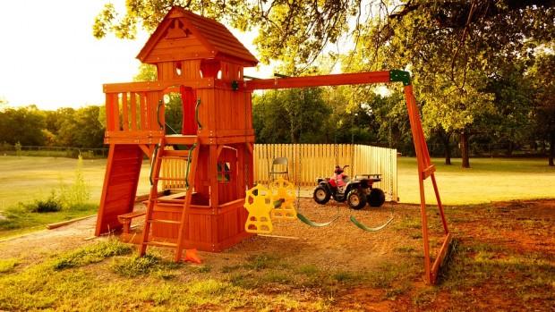 Für große Gärten: Klettertürme und Spielhäuser