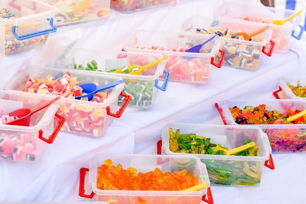 Fast Food, Softdrinks und Süßigkeiten – Zuckerbomben und Fettfallen lauern an jeder Ecke