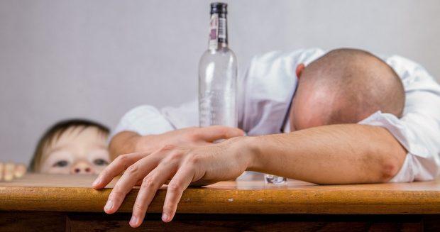 Wie Kinder unter Alkoholproblemen der Eltern leiden
