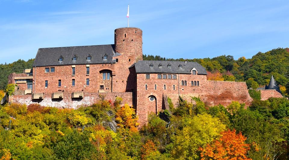 Burg Hengebach in der Nordeifel