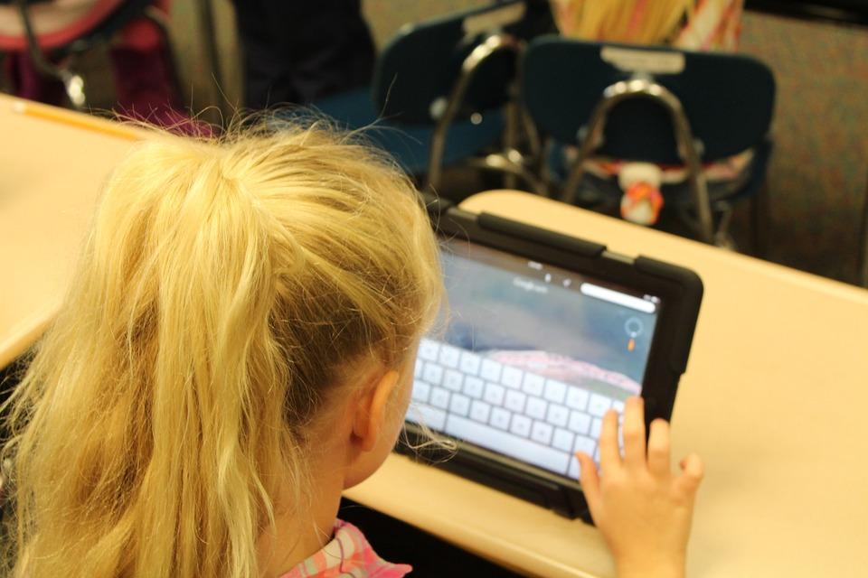 Schulstart: Wichtige Tipps zur Mediennutzung von Kindern