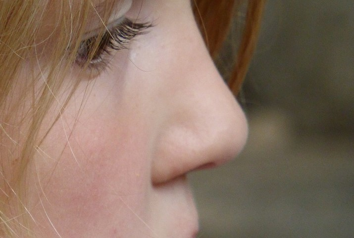 Nasenbohren: Möglicher Faktor bei der Verbreitung von Pneumokokken