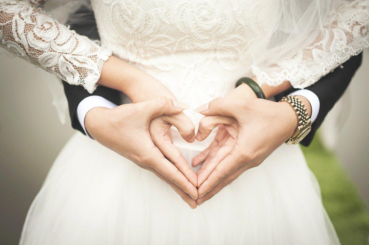 Schwanger heiraten oder lieber mit der Hochzeit bis nach der Geburt warten?