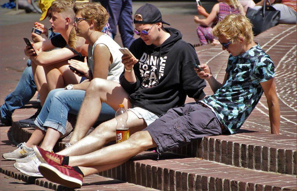 Kinderschutz - wenn das Handy die Freizeit beherrscht