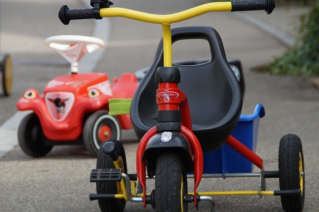 Bobbycar, Inline-Skates, Tretroller und Co. - So dürfen Kinder mit ihren Fahrzeugen unterwegs sein