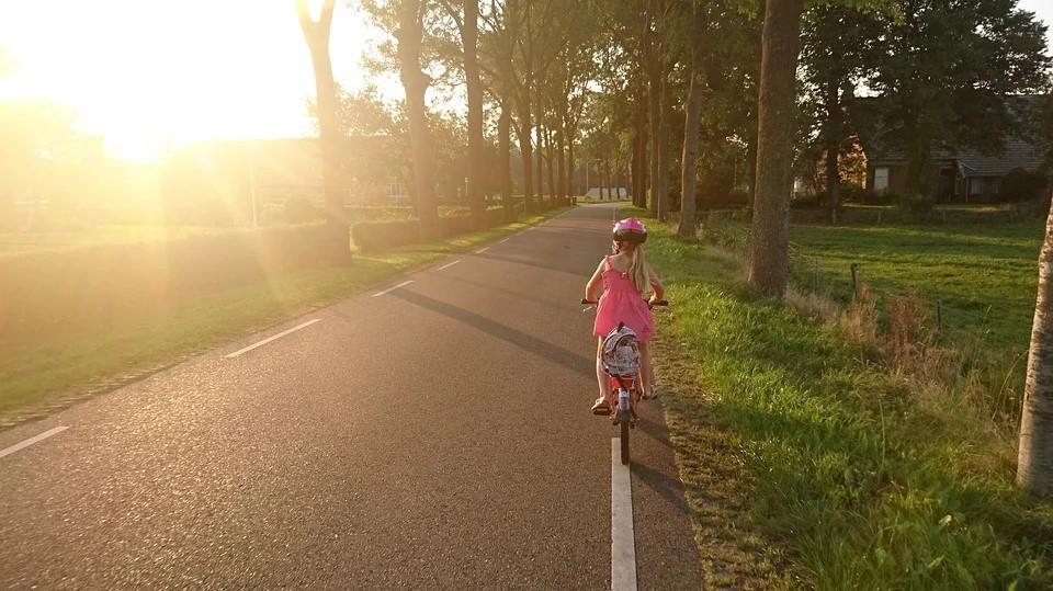 Mit dem Fahrrad zur Schule: Das sollten Eltern beachten