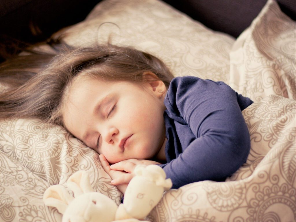 Bettdecken für Babys und Kinder - Bild: Daniela Dimitrova auf Pixabay