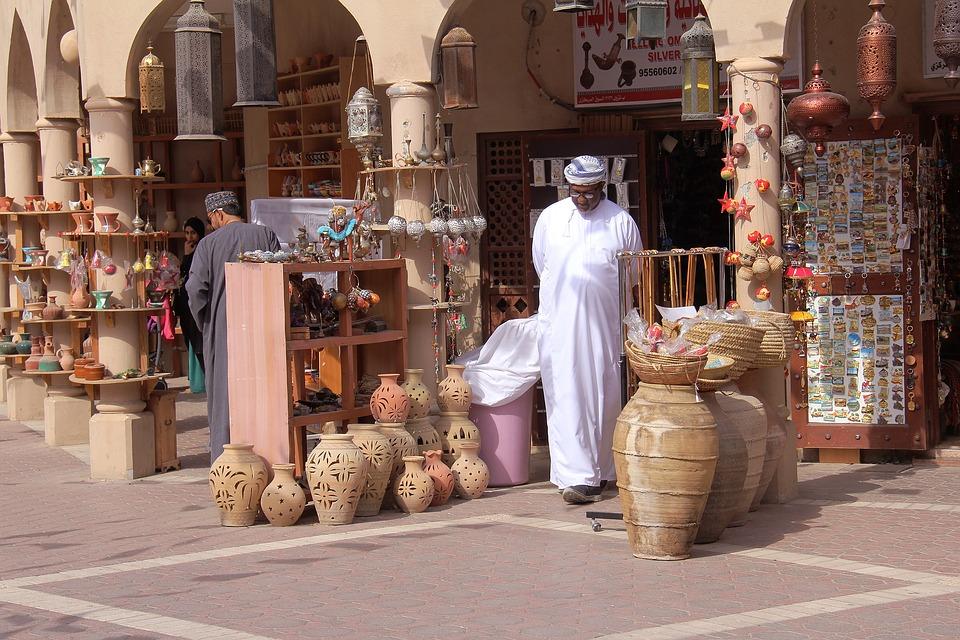 Im Vergleich zu anderen Ländern des Nahen Ostens ist Oman ein modernes und relativ westliches Land