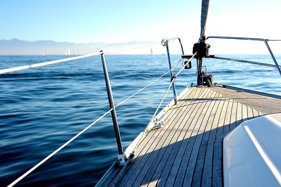 Ein unvergesslicher Urlaub - die Vorteile eines Yachtcharter