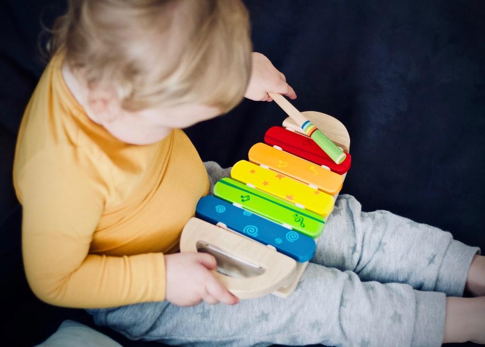 Wie Musik die Entwicklung eines Kindes fördert